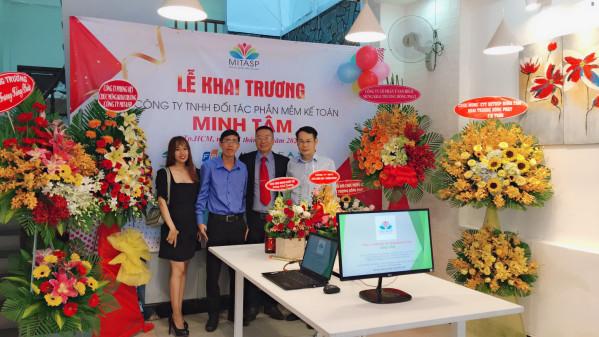 Đại diện Phong Việt tham dự buổi lễ khai trương của Công Ty MITASP